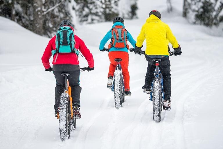 Зимой на велосипеде: эксплуатация, как одеваться, какие покрышки использовать.