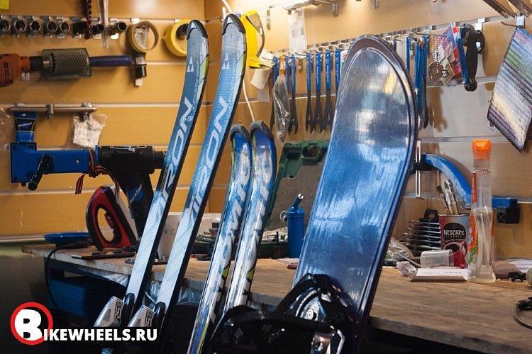 Заточить канты и нанести парафин на лыжи/сноуборд в сервисе ВЕЛИКИКОЛЕСА!