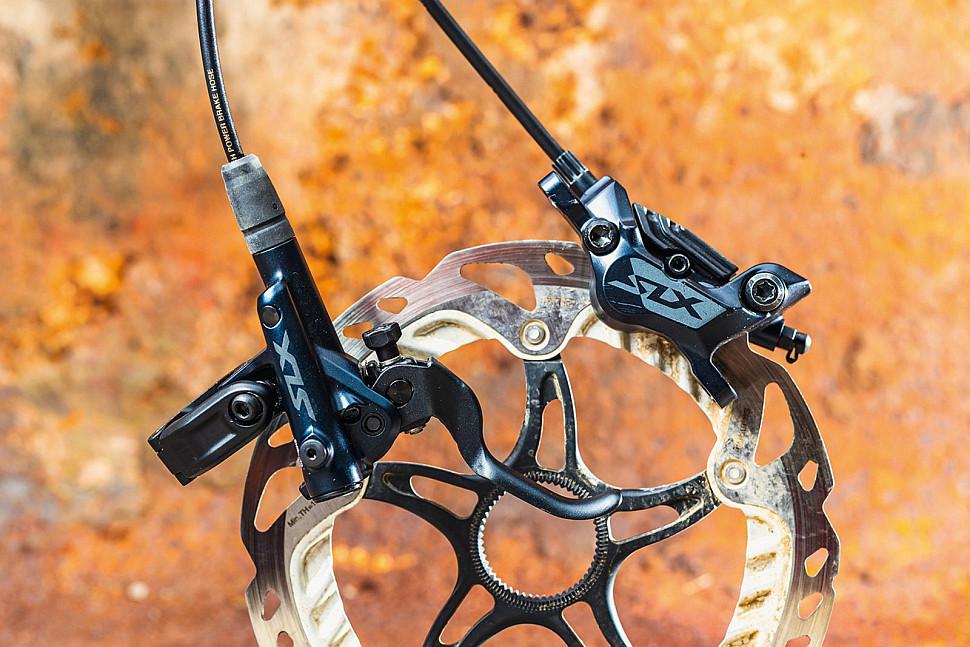 Обзор дисковых тормозов Shimano SLX M7120.